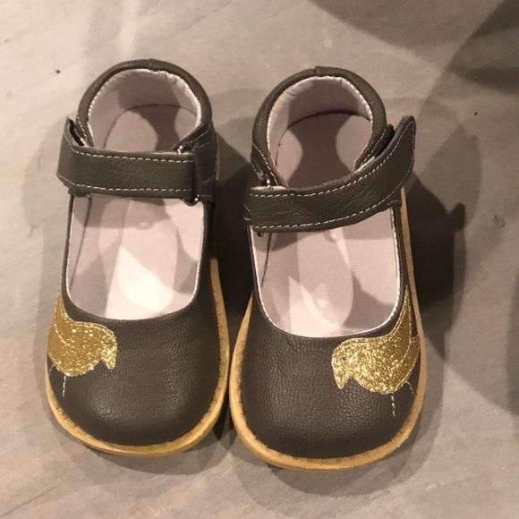 d0616abbb4fd Boutique kids shoes size 7 (see measurements)